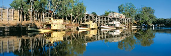 Paddlesteamers & riverboats of the Murray River - Australia Book by famous Australian photographer Pete Dobre - Page 9