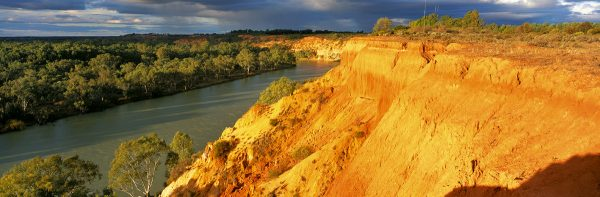 The Murray River – Australia's Greatest Waterway  Book by famous Australian photographer Pete Dobre - Page 123